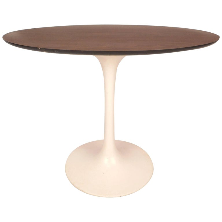 Vintage Oval Side Table in the Style of Eero Saarinen For Sale