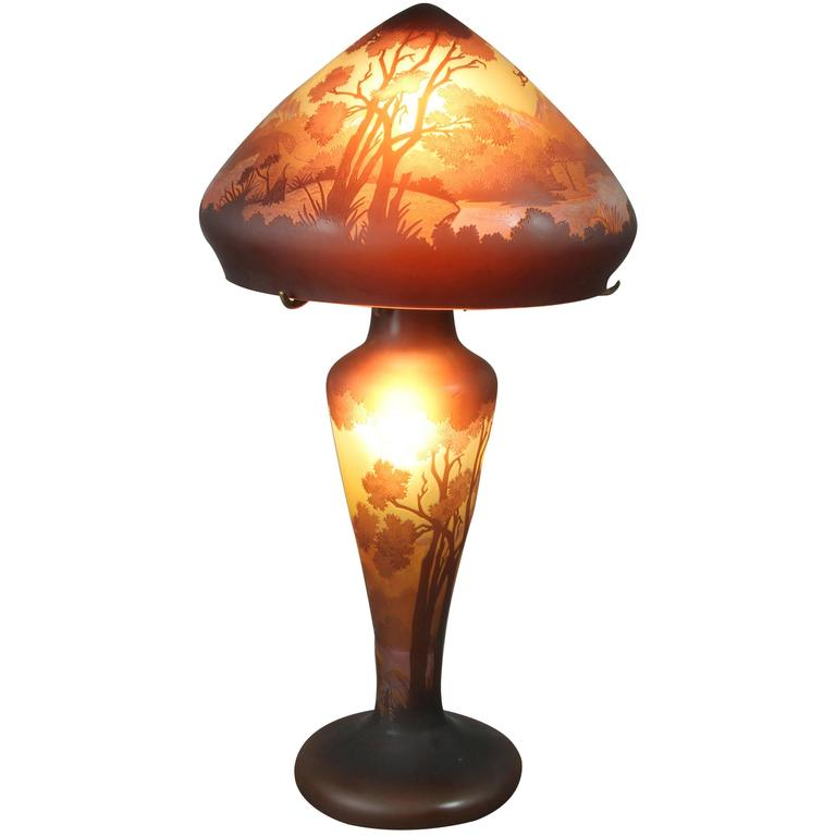 galle cameo glass table lamp for sale at 1stdibs. Black Bedroom Furniture Sets. Home Design Ideas