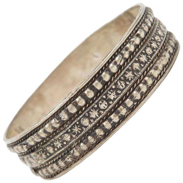 Moroccan Berber Tribal Silver Bracelet For Sale