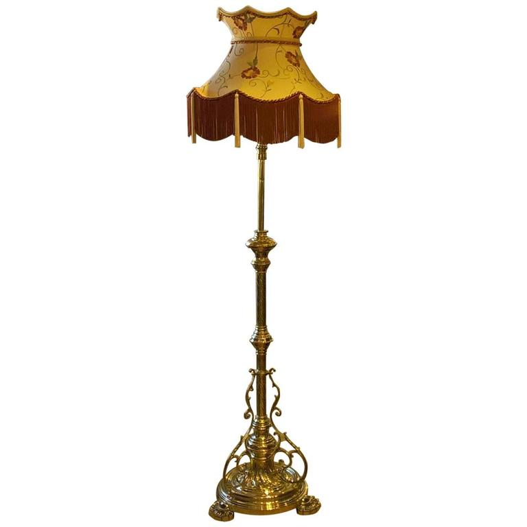 victorian brass extendable standard oil lamp for sale at 1stdibs. Black Bedroom Furniture Sets. Home Design Ideas