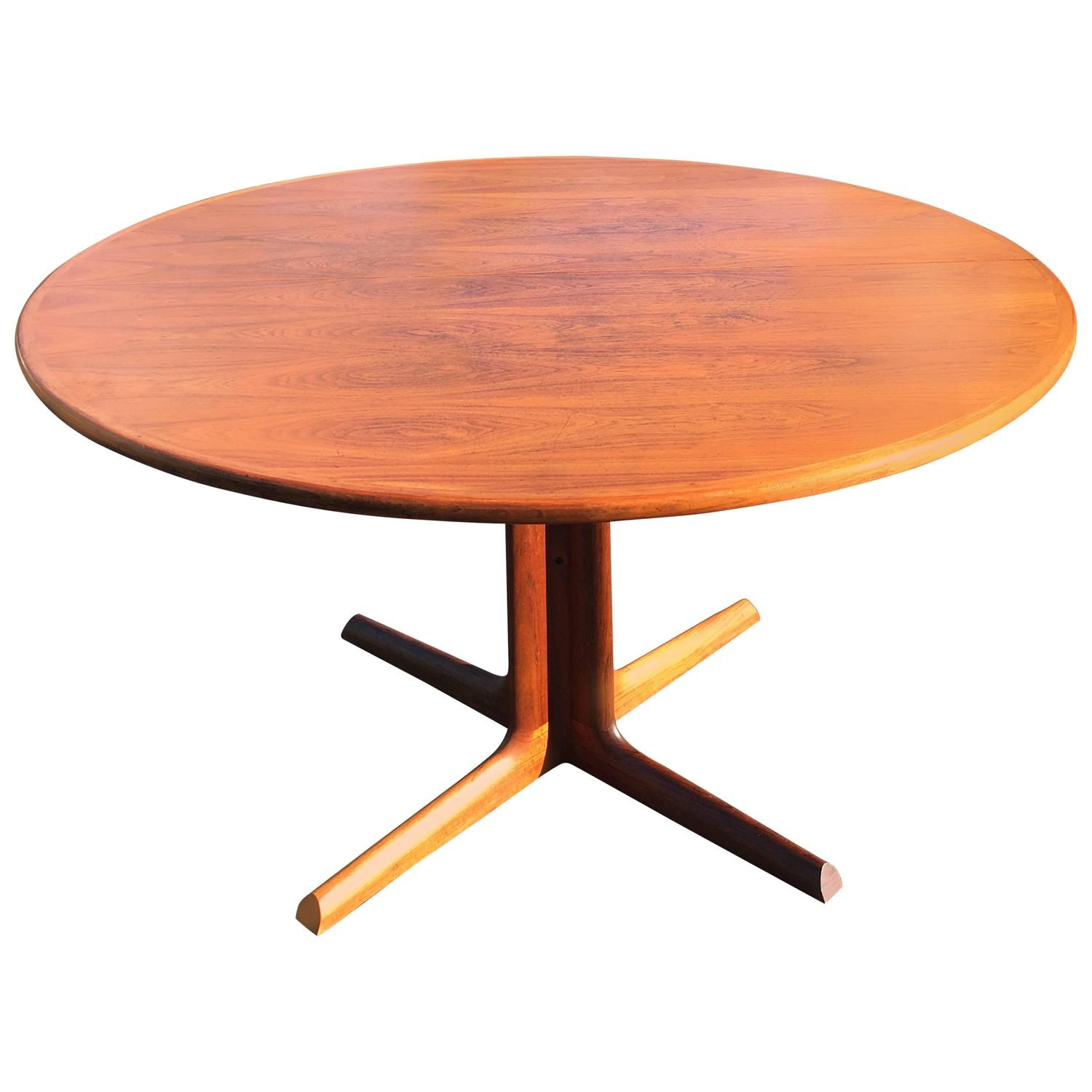 Mid Century Modern Walnut Extendable Dining Table For Sale At 1stdibs