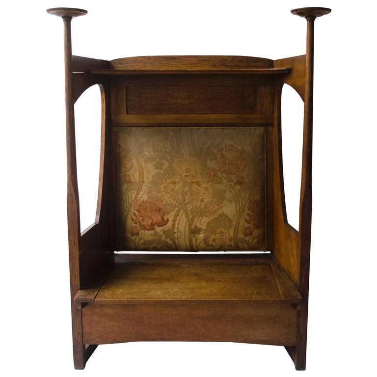 An Arts & Crafts Oak Settle in the Style of CFA Voysey - Liberty And Co. An Arts And Crafts Oak Settle In The Style Of CFA