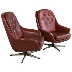 Pair of Mid-Century Modern 1970s Tan Brown Leather Button Quilted Bucket Chairs