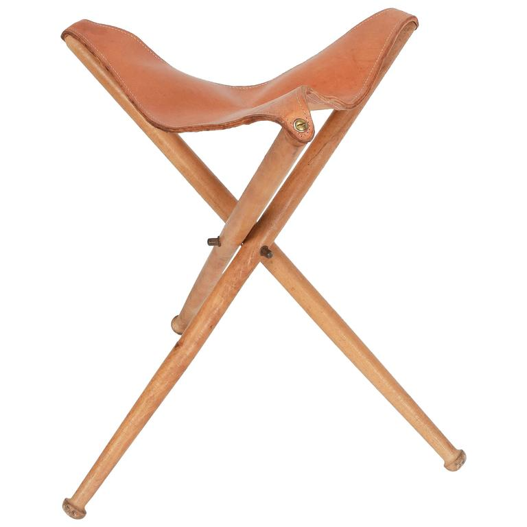 Swiss Tripod Folding Hunting Stool Leather And Beech, 1940s For Sale