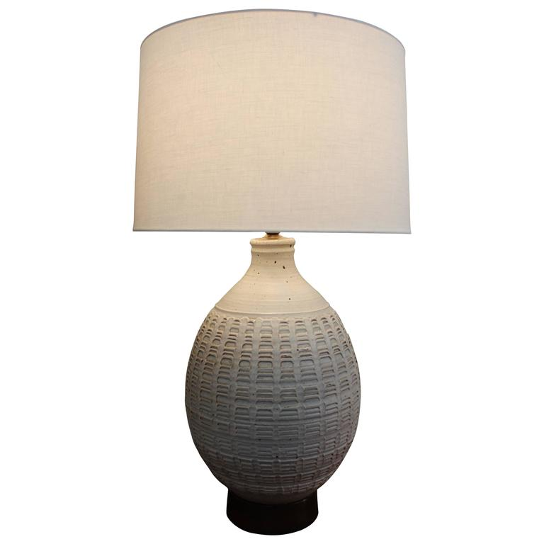 large ceramic table lamp by affiliated craftsman at 1stdibs. Black Bedroom Furniture Sets. Home Design Ideas
