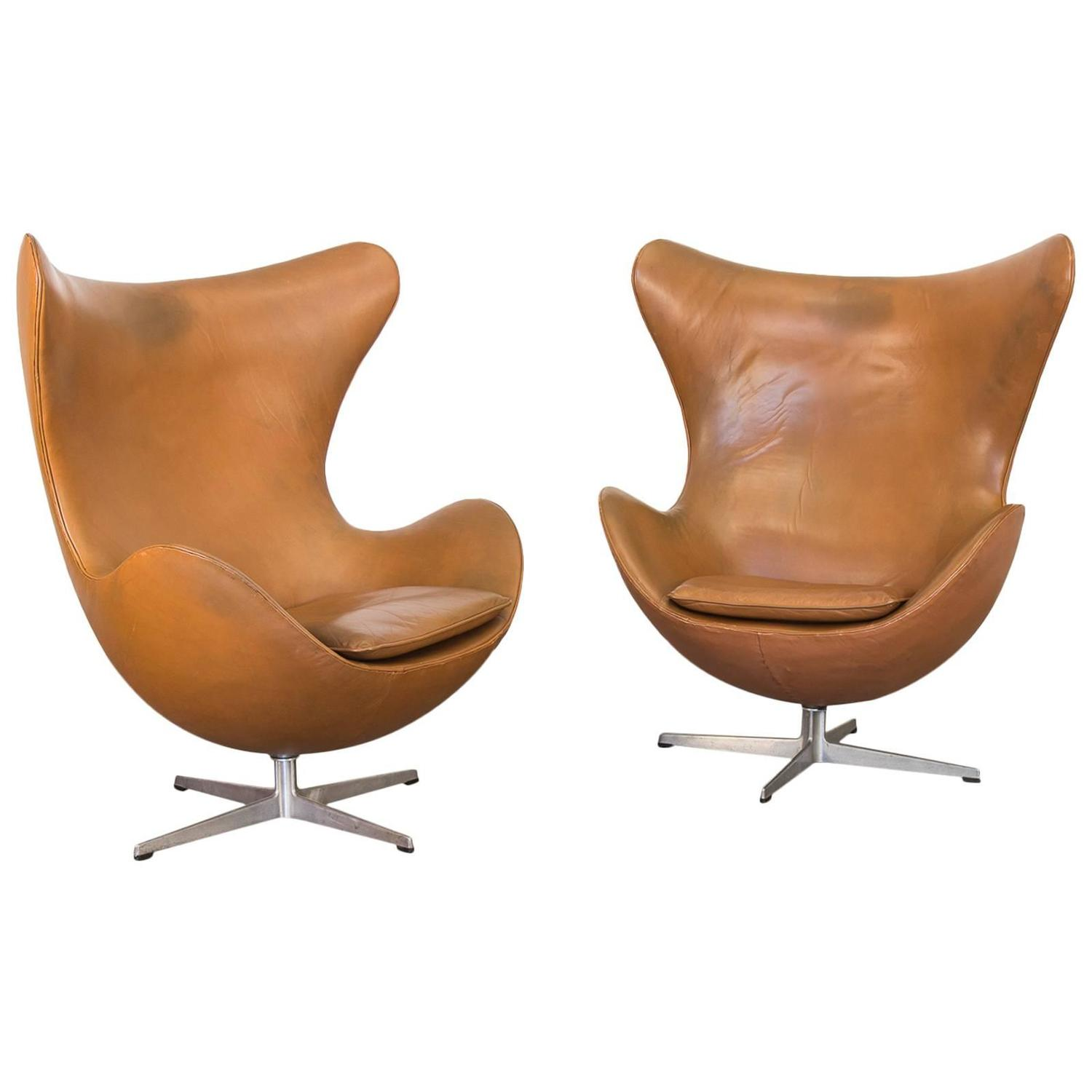 vintage leather egg chairs by arne jacobsen for sale at 1stdibs. Black Bedroom Furniture Sets. Home Design Ideas