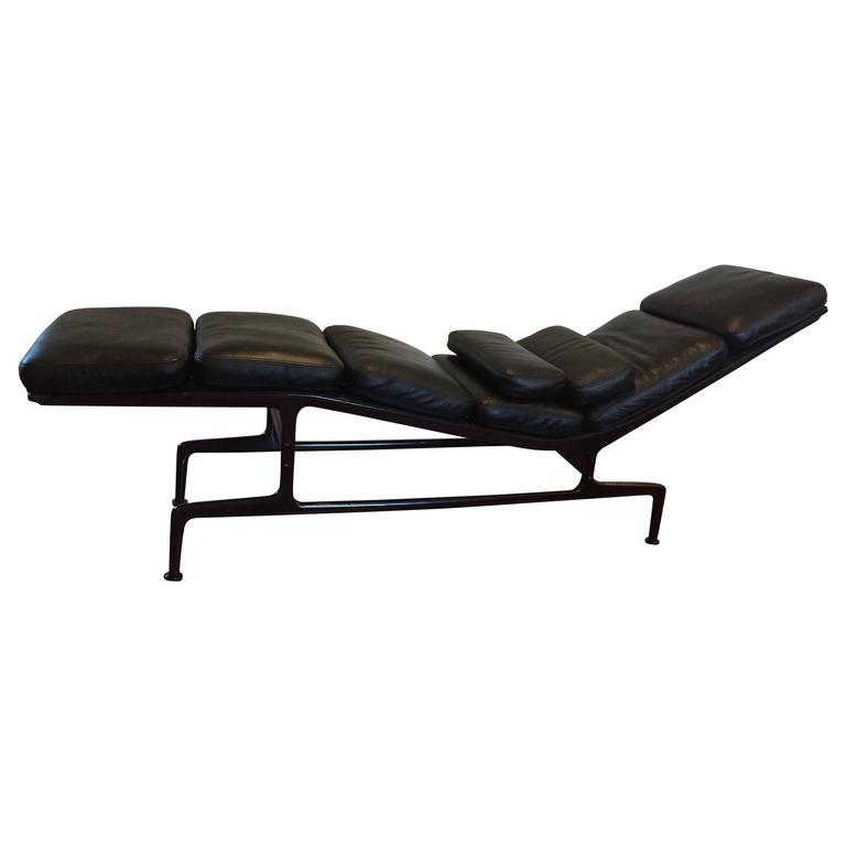 eames for herman miller billy wilder chaise longue at 1stdibs. Black Bedroom Furniture Sets. Home Design Ideas