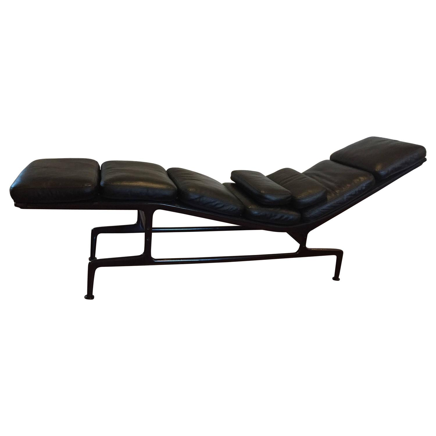 eames for herman miller billy wilder chaise longue for sale at 1stdibs. Black Bedroom Furniture Sets. Home Design Ideas