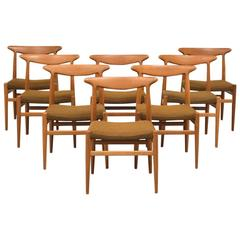 Set of Eight Dining Chairs Model W2 in Teak by Hans Wegner