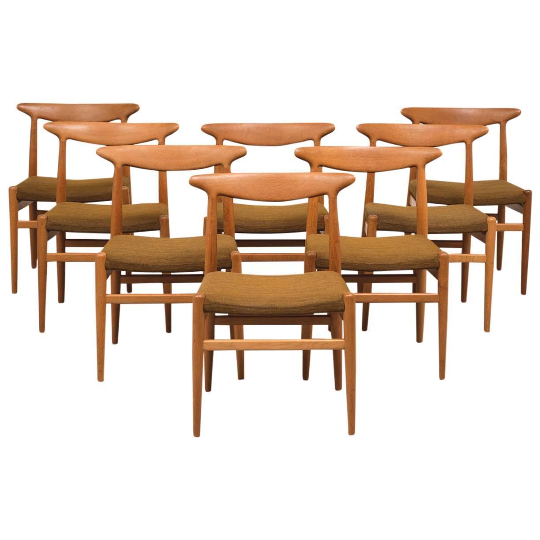 Set of eight dining chairs model w2 in teak by hans wegner for Wegner dining chair
