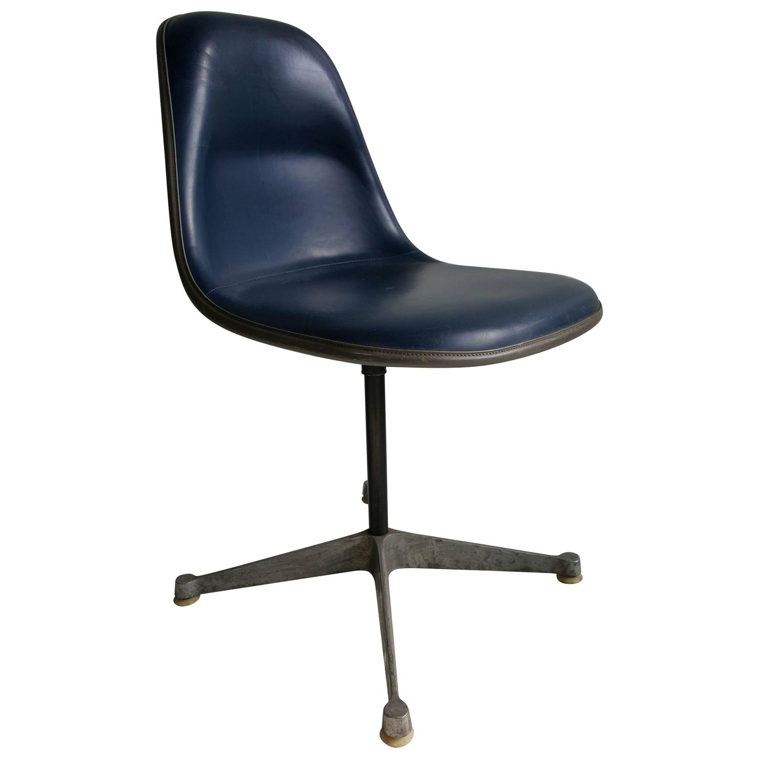 Charles and ray eames pscc padded desk chair by herman miller at 1stdibs - Eames office chair original ...