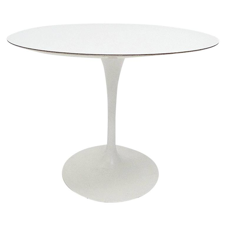Saarinen Knoll International White Pedestal Tulip Top Round Dining