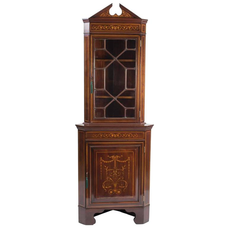 Early 20th Century English Edwardian Marquetry Corner Cabinet