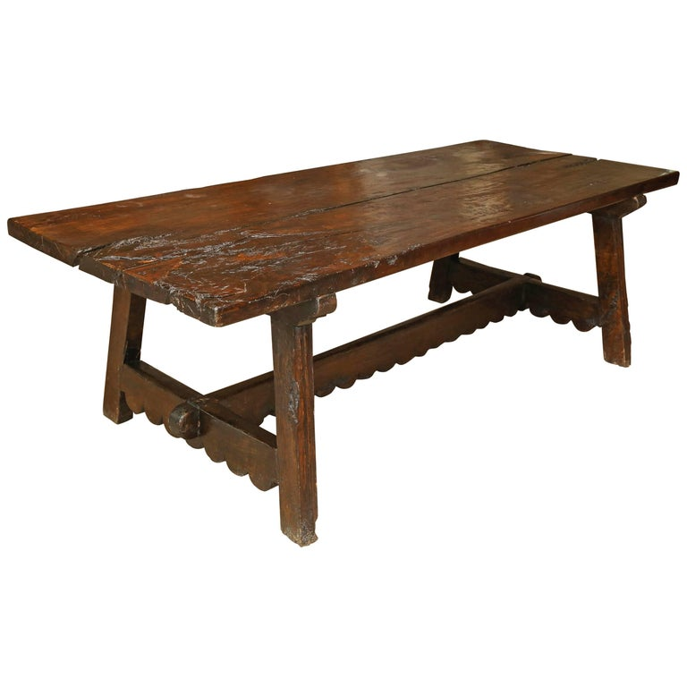 18th Century Walnut Dining Table For Sale
