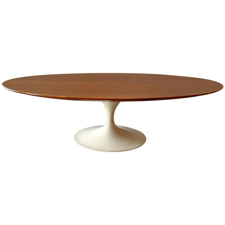Oval Eero Saarinen Coffee Table For Knoll 1950s White Base At 1stdibs