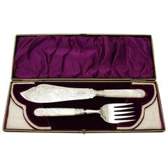 Victorian Pair of Sterling Silver and Mother-of-Pearl Handled Fish Servers