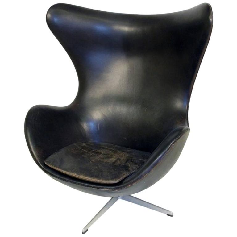 egg chair by arne jacobsen for fritz hansen in black leather for sale at 1stdibs. Black Bedroom Furniture Sets. Home Design Ideas