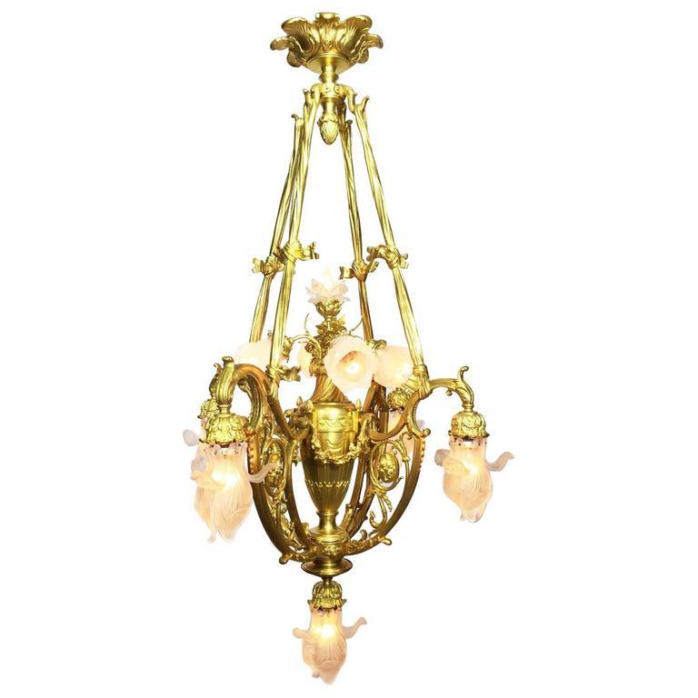 French 19th-20th Century Belle Époque Gilt Bronze Chandelier in Lalique Manner