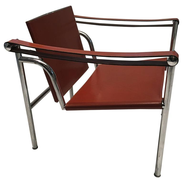 Handsome Le Corbusier Leather LC1 Sling Chair For Sale
