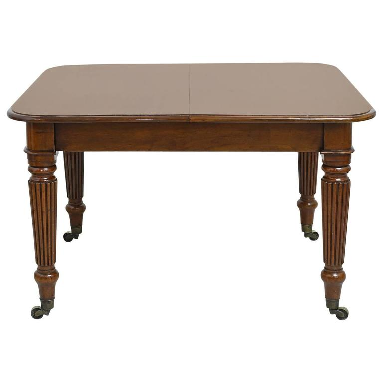19th Century English Victorian Extension Dining Table in Mahogany with Leaves 1