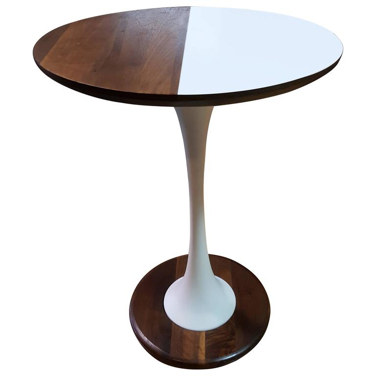 Unique Table Base: Unique Tulip Base Oval End Table For Sale At 1stdibs