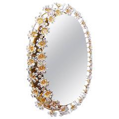Beleuchteter ovaler Spiegel aus vergoldetem Messing und Kristallglas von Palwa, 1960er Jahre