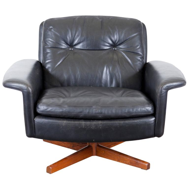 mid century black leather swivel lounge chair at 1stdibs. Black Bedroom Furniture Sets. Home Design Ideas