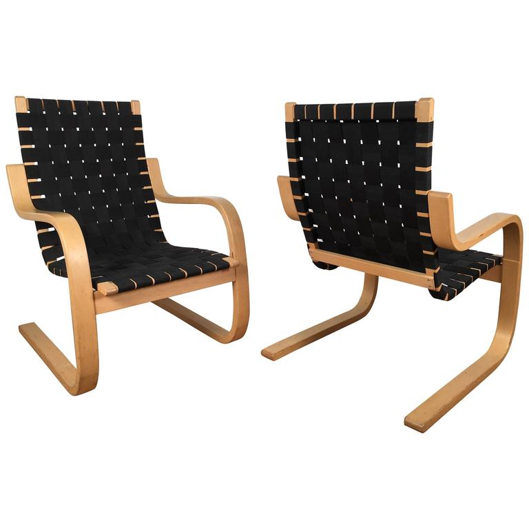 Pair of alvar aalto 406 lounge chairs at 1stdibs for Alvar aalto chaise