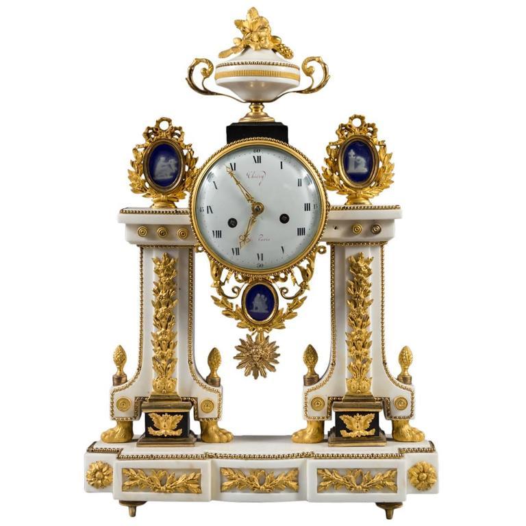 Louis XVI Ormolu-Mounted Black and White Marble Mantel Clock by Thiéry, Paris