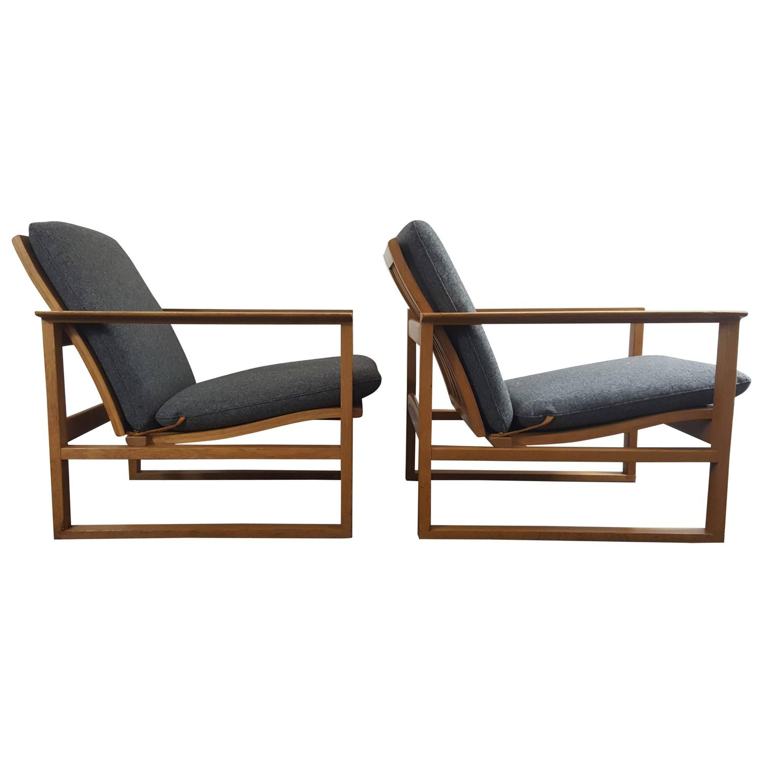 Of four chairs in oak and patinated cognac leather for sale at 1stdibs - B Rge Mogensen 2256 Oak Lounge Sled Chairs Designed 1956 For Frederica Furniture