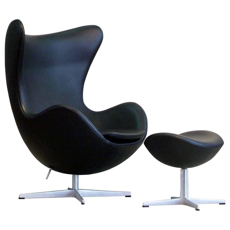 arne jacobsen egg chair and ottoman set black leather fritz hansen denmark at 1stdibs. Black Bedroom Furniture Sets. Home Design Ideas