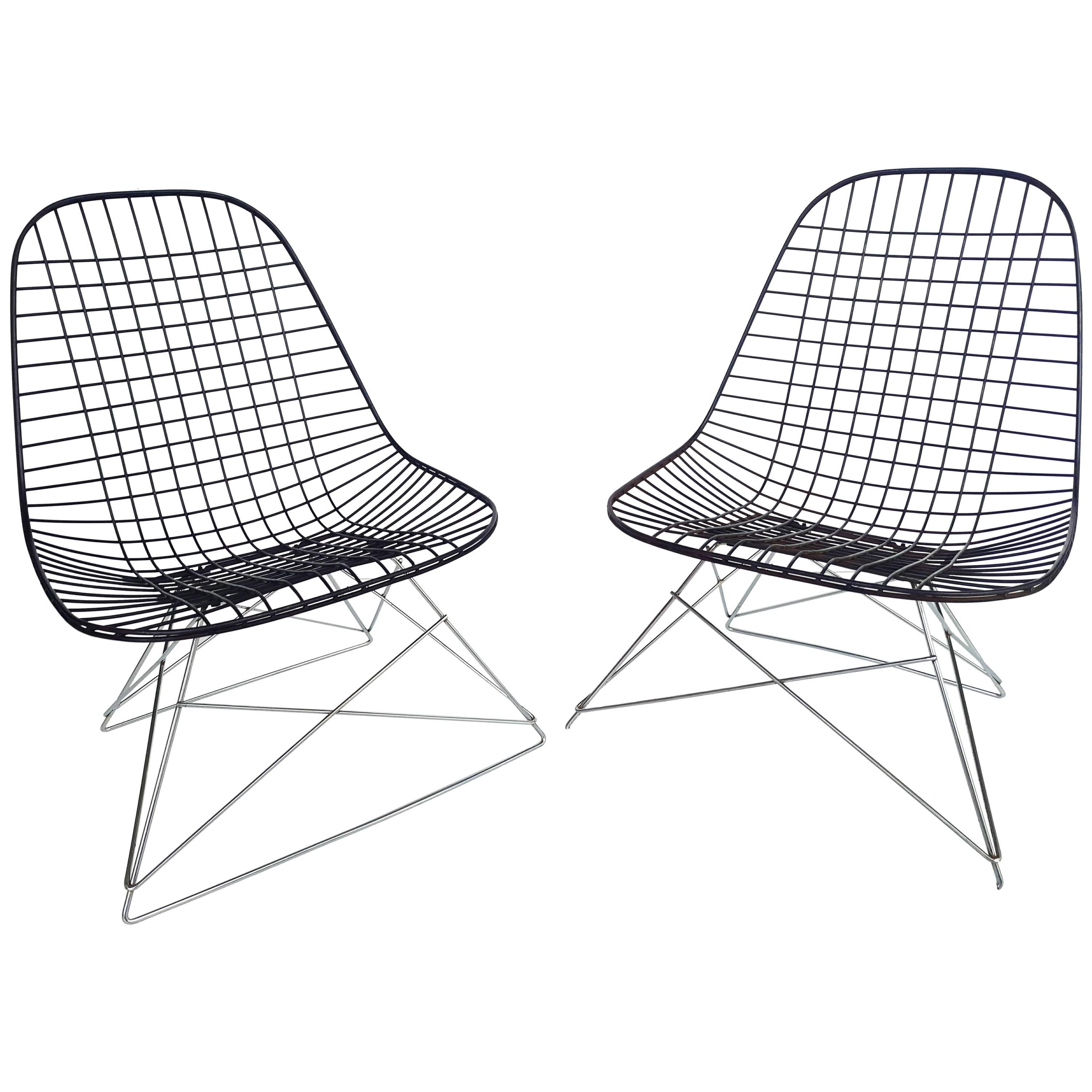 Pair Of Molded Plywood Lounge Chairs Lcw Designed By Charles And Ray Eames At 1stdibs