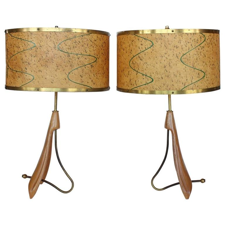stylish mid century brass and wood table lamps for sale at 1stdibs. Black Bedroom Furniture Sets. Home Design Ideas