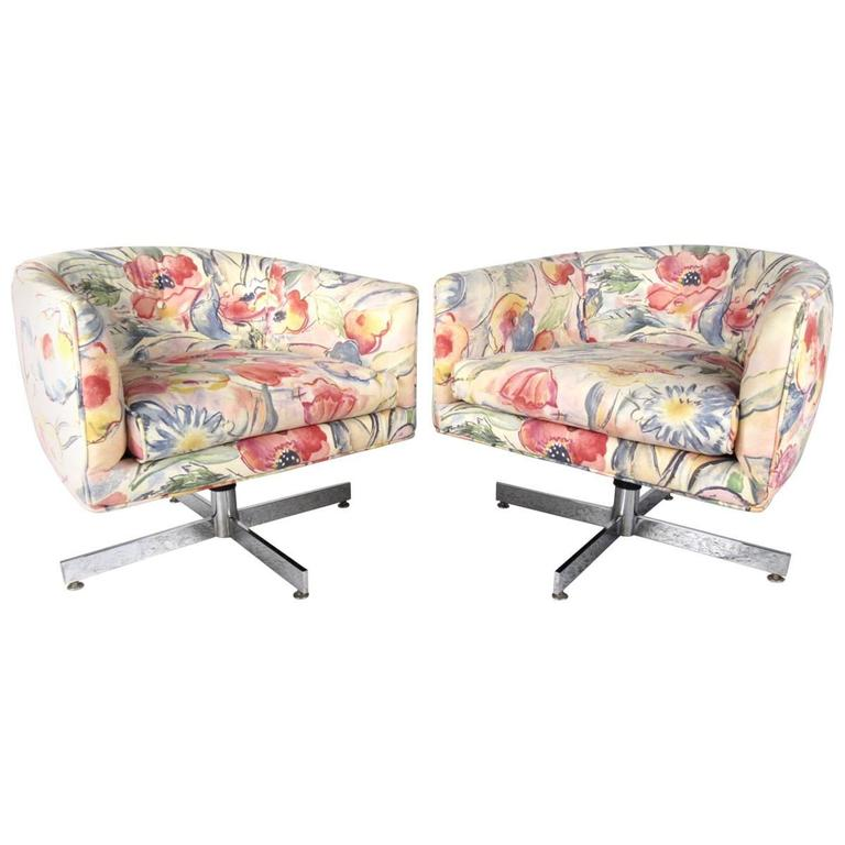 Pair of Mid-Century Milo Baughman Swivel Lounge Chairs by Thayer Coggin For Sale