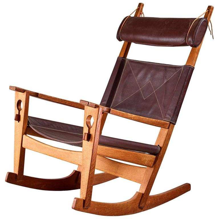 Superbe Hans Wegner Keyhole Rocking Chair In Original Leather, Denmark, 1950s For  Sale