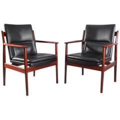 Charming Pair of Rosewood Armchairs by Arne Vodder
