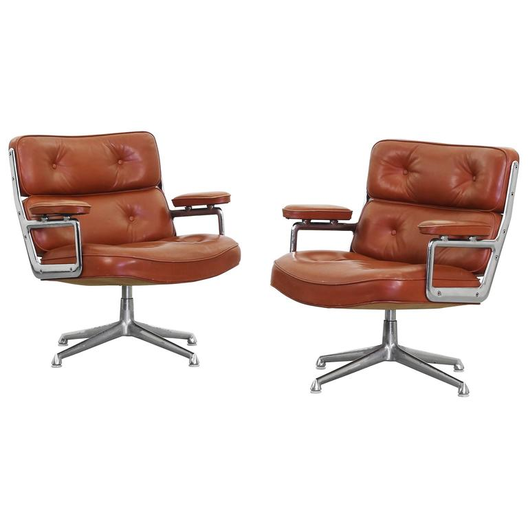Pair Of Lounge Lobby Chairs ES105 By Charles Ray Eames For Herman Miller  For Sale