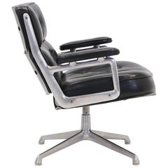 Rare Eames Time Life Lounge Chair, 1960s in Excellent Condition, Full Swivel