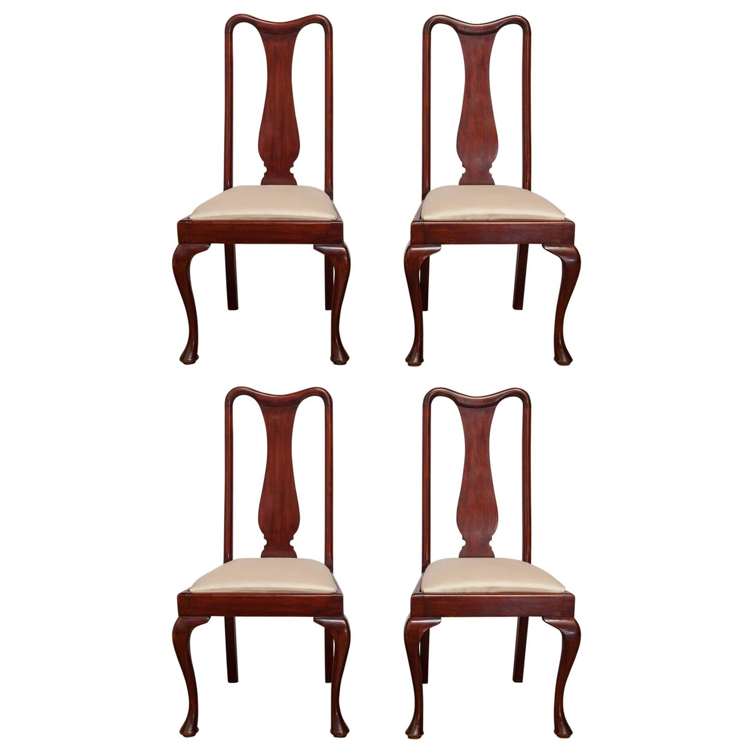 Set of four queen anne style mahogany dining chairs for for Dining room chairs queen anne
