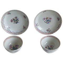 18th Century, Pair of Chinese Tea Bowls and Saucers, Porcelain Famille Rose