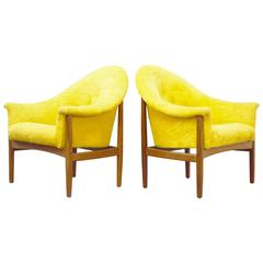 Pair of Milo Baughman Tufted Lounge Chairs