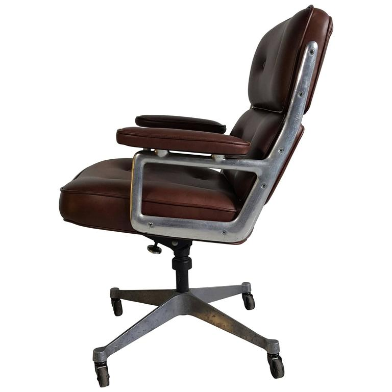 classic charles eames soft pad leather and aluminun desk chair at 1stdibs. Black Bedroom Furniture Sets. Home Design Ideas