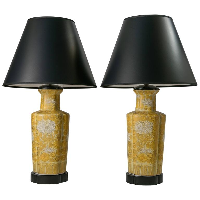 Merveilleux Chinoiserie Table Lamps, 1960s Pair For Sale