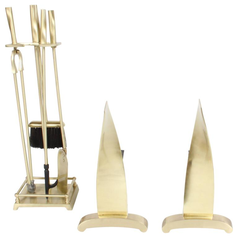 Brass Art Deco Modern torqued Andirons and Fire Tools Set, Deskey Style For Sale