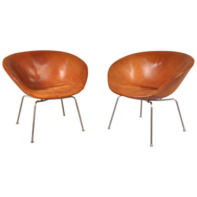 Pair of Pot Chairs by Arne Jacobsen for Fritz Hansen, Denmark, circa 1950 1