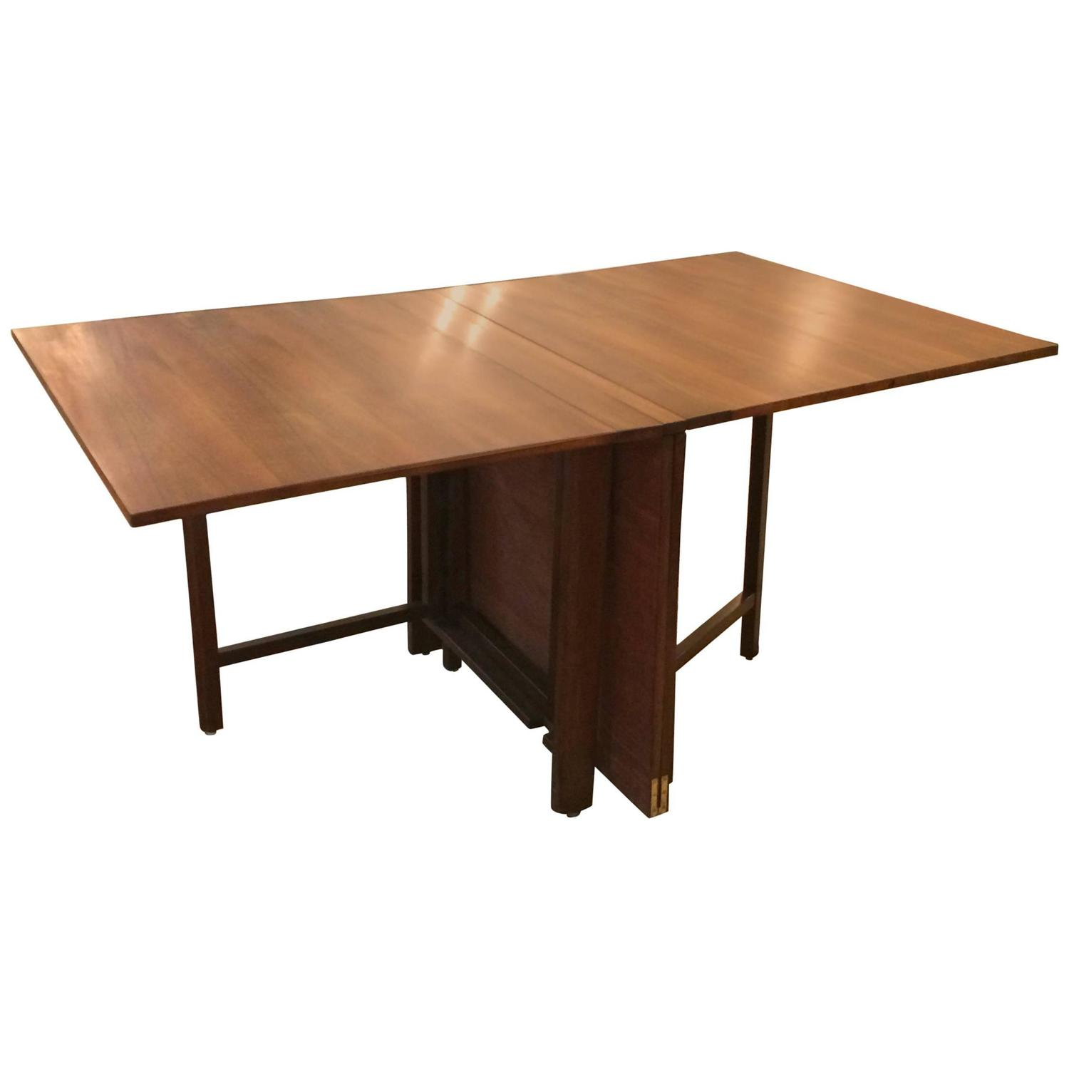 Sleek versatile maria extending dining table by bruno for Sleek dining room tables