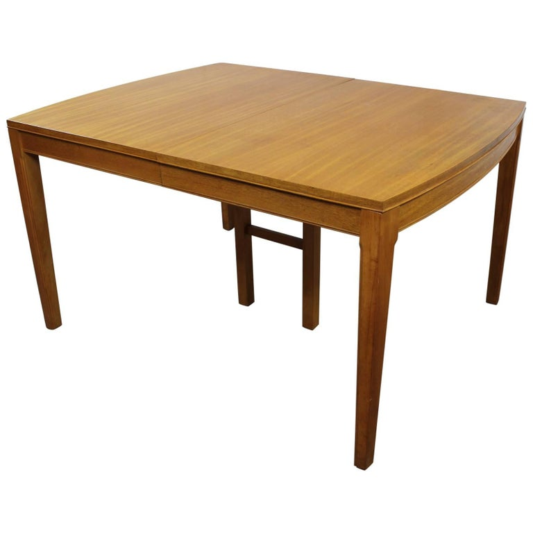 Vintage Mid-Century Modern Mahogany Dining Table For Sale