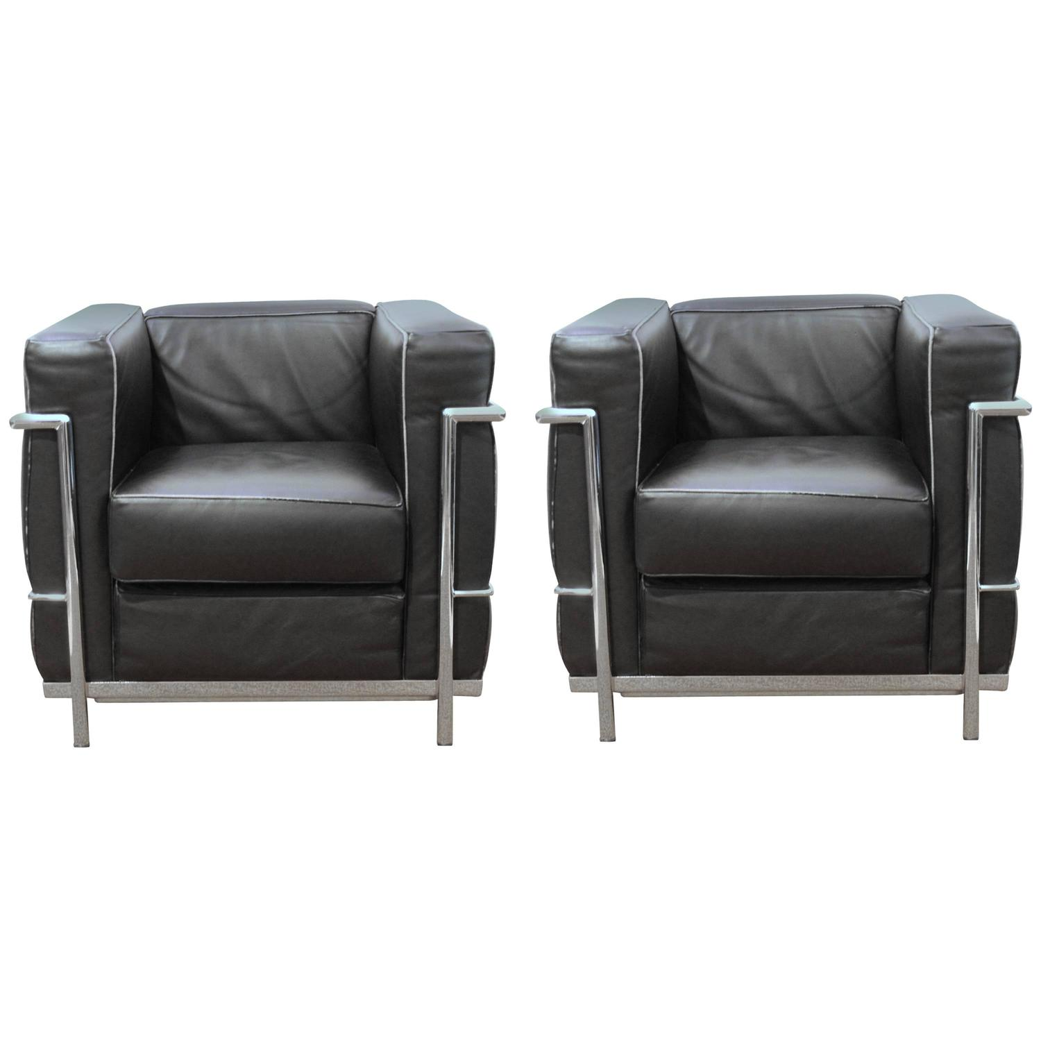 pair of lc2 armchairs by le corbusier for alivar for sale at 1stdibs