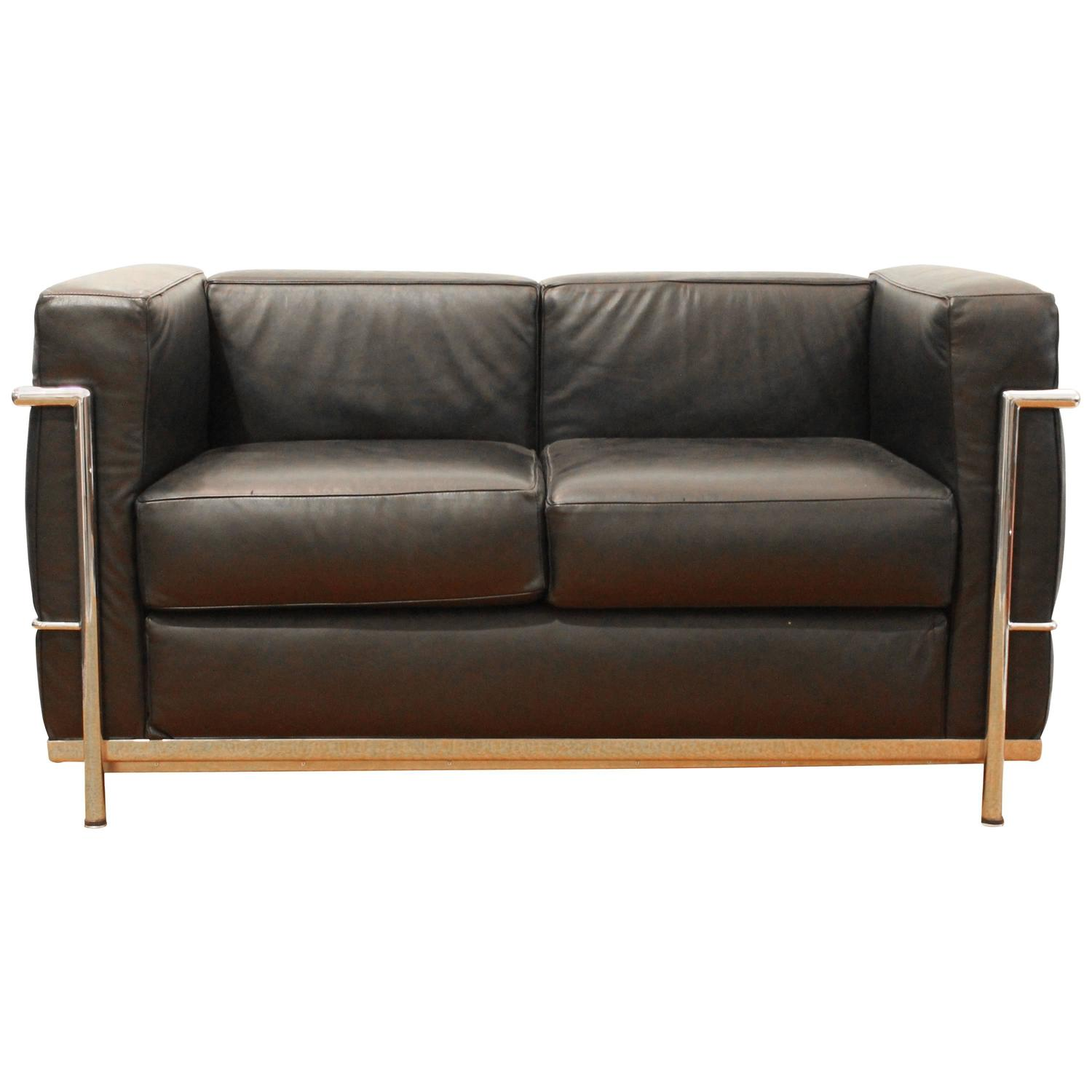 Lc2 sofa by le corbusier for alivar for sale at 1stdibs for Divan le corbusier