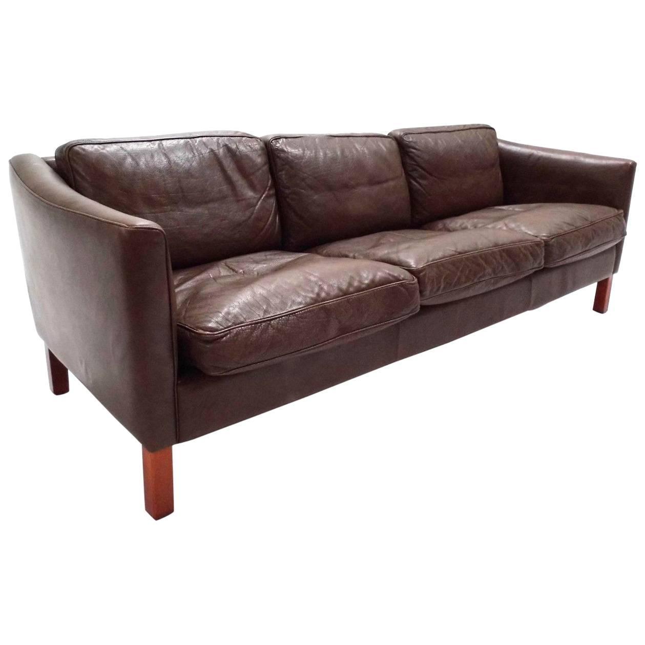 Sofá Clapton: Danish Olive Brown Leather Three-Seat Sofa, Midcentury